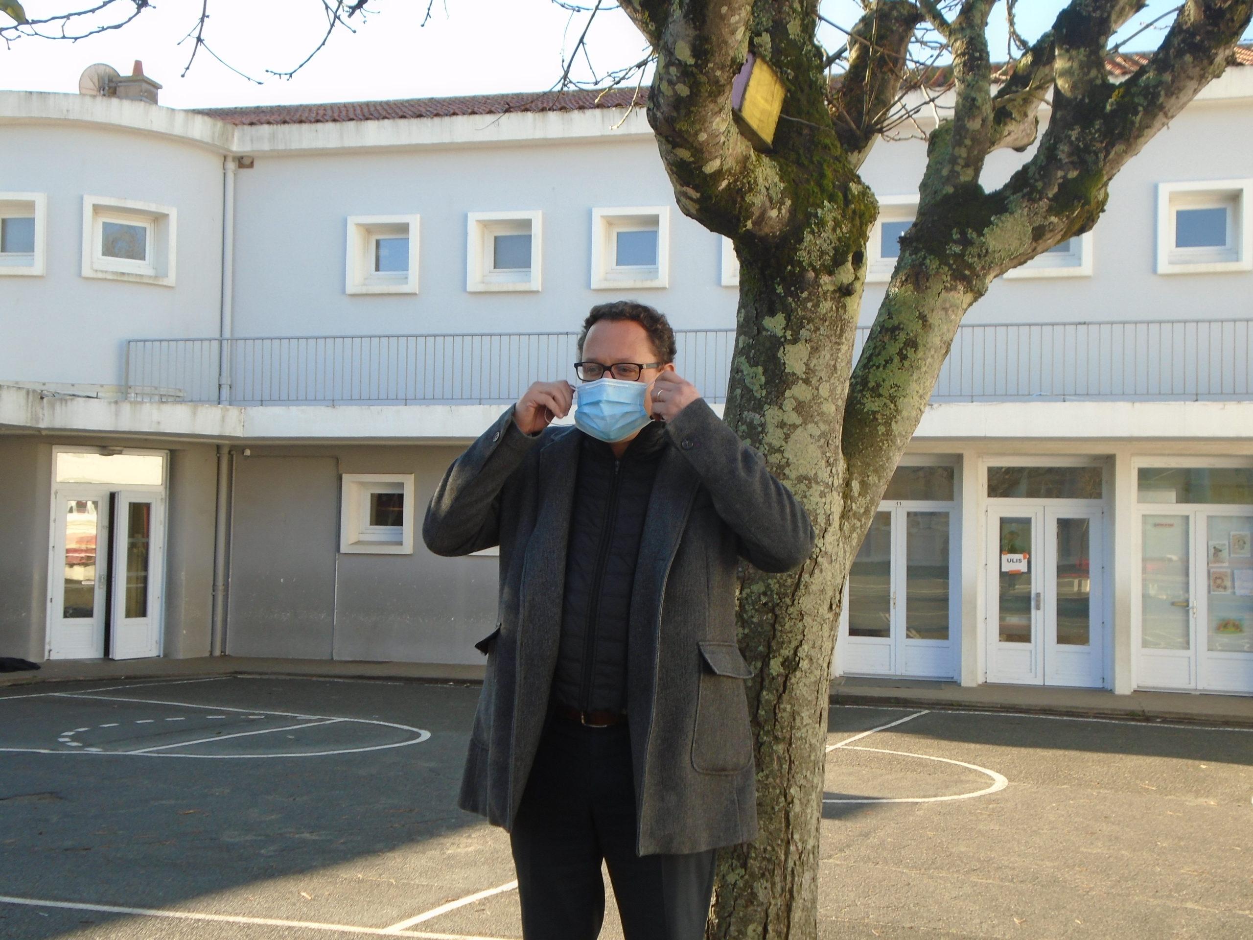 François Blanchet, maire de Saint Gilles Croix de Vie à l'école Edmond Bocquier